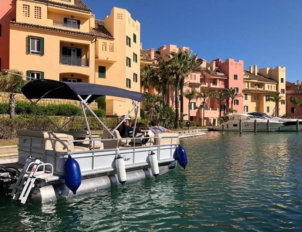 Barco sin licencia en Puerto Sotogrande Cádiz