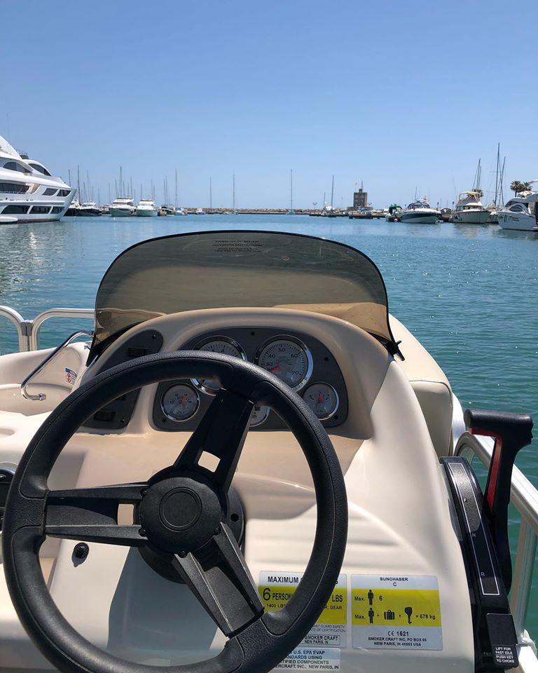 Barco sin licencia por dentro en Sotogrande Cádiz